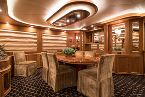 115' Westport - Crescent Tri-deck Motoryacht 1994 SALON DINING