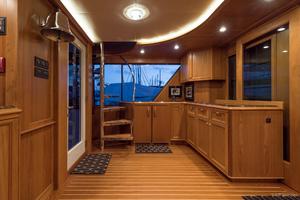 115' Westport - Crescent Tri-deck Motoryacht 1994 SUN LOUNGE AFT DECK