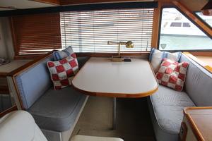 60' Vic Franck Custom Pilothouse Motoryacht 1984 PILOTHOUSE DINETTE