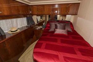 66' Neptunus Enclosed Skylounge 2005 Guest Cabin