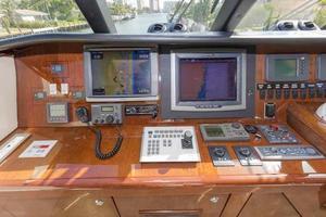 66' Neptunus Enclosed Skylounge 2005 Helm Detail Port