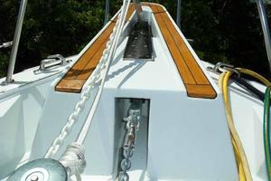 77' Hatteras Cockpit Motoryacht 1987 Double Anchor System