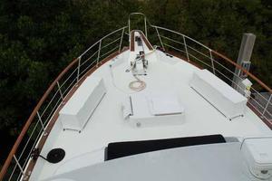 77' Hatteras Cockpit Motoryacht 1987 Bow