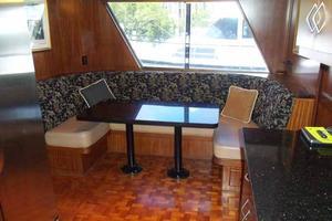 77' Hatteras Cockpit Motoryacht 1987 Dinette