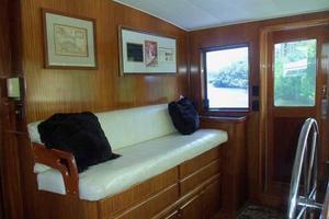 77' Hatteras Cockpit Motoryacht 1987 Wheelhouse