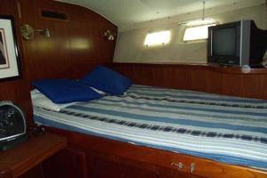 77' Hatteras Cockpit Motoryacht 1987 Forward Guest Portside