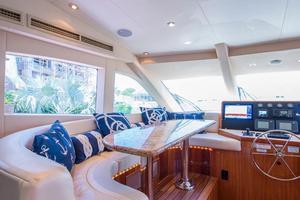 64' Hatteras 64 Motor Yacht 2008 Dinette