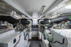 64' Hatteras 64 Motor Yacht 2008 Engine Room