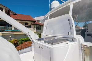 64' Hatteras 64 Motor Yacht 2008 Barbecue