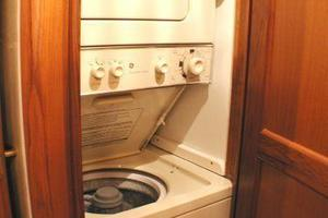 56' Ocean Yachts Supersport 2000 Washer/Dryer