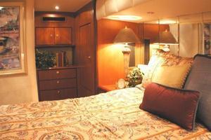 56' Ocean Yachts Supersport 2000 Master Stateroom