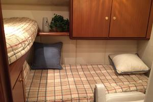56' Ocean Yachts Supersport 2000 Guest Stateroom