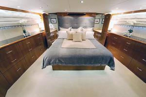 75' Hatteras Motor Yacht 2002