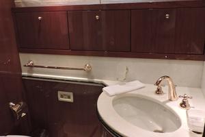 88' Sanlorenzo 88 Rph Motoryacht 2002 Vip bathroom