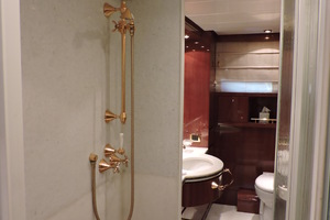 88' Sanlorenzo 88 Rph Motoryacht 2002 Master Walk through shower
