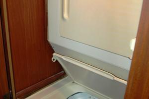 52' Hatteras 52 Convertible 1987 Washer Dryer