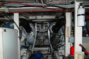 52' Hatteras 52 Convertible 1987 Engine Room