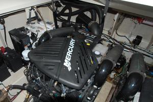 34' Sea Ray 340 Sundancer 2006 Starboard engine