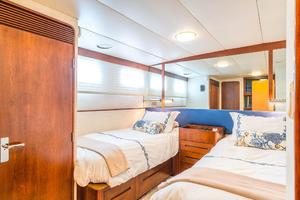 86' Burger Raised Pilot House 1987 Port Guest Stateroom