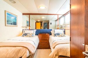 86' Burger Raised Pilot House 1987 Starboard Guest Stateroom