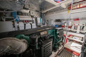 51' Sealine C48 2013 Engine room