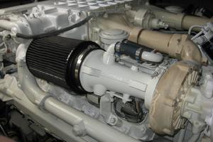 60' Sea Ray 600 Sun Sport 2003 Engine Room