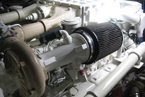 60' Sea Ray 600 Sun Sport 2003 Engine Room