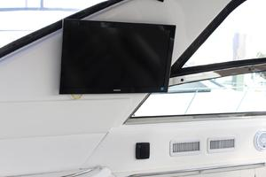 60' Sea Ray 600 Sun Sport 2003 Cockpit - FlatScreen TV