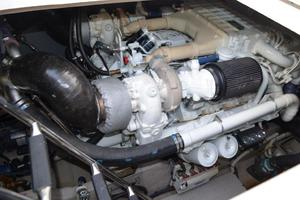 55' Sea Ray 550 Sundancer 2004 Engine Room