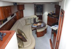 55' Sea Ray 550 Sundancer 2004 Salon Looking Forward