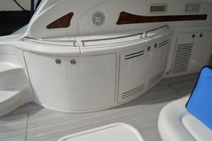 55' Sea Ray 550 Sundancer 2004 Cockpit WetBar