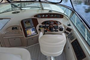 55' Sea Ray 550 Sundancer 2004 Helm Station