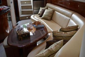 55' Sea Ray 550 Sundancer 2004 Salon Port Settee
