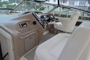 55' Sea Ray 550 Sundancer 2004 Helm Area