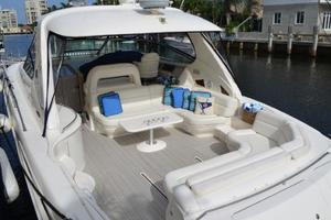 55' Sea Ray 550 Sundancer 2004 Spacious Cockpit