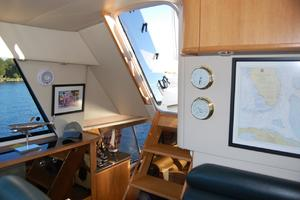 47' Bayliner 4788 Pilot House Motoryacht 1999 Stairway to Outside