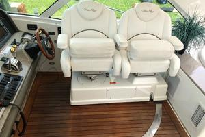 48' Sea Ray 48 Sundancer 2007 Helm Seating - To Strbrd