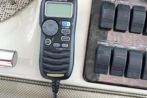 48' Sea Ray 48 Sundancer 2005 Icom VHF Radio