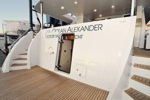 90' Ocean Alexander Skylounge Motoryacht 2012 Crew Quarters Door