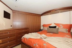 90' Ocean Alexander Skylounge Motoryacht 2012 VIP Berth