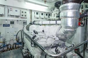 90' Ocean Alexander Skylounge Motoryacht 2012 Engines FWD Bulkhead