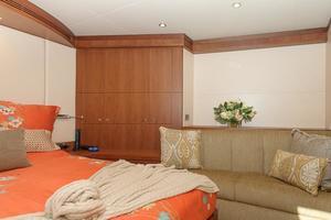 90' Ocean Alexander Skylounge Motoryacht 2012 VIP Seating