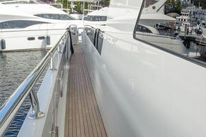 90' Ocean Alexander Skylounge Motoryacht 2012 Walk Around sidedecks
