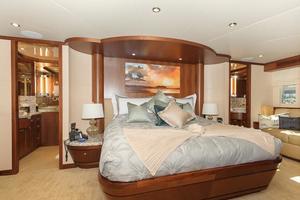90' Ocean Alexander Skylounge Motoryacht 2012 Master Stateroom