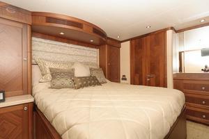 90' Ocean Alexander Skylounge Motoryacht 2012 Guest Stateroom