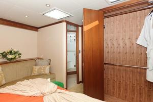 90' Ocean Alexander Skylounge Motoryacht 2012 VIP Closet