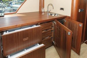 90' Ocean Alexander Skylounge Motoryacht 2012 Salon Bar/Storage