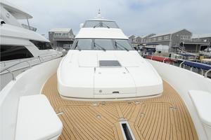 72' Marquis 720 2009 Foredeck