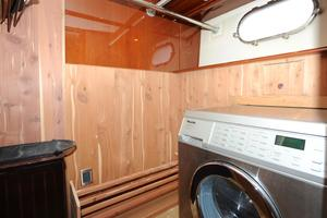 72' Marquis 720 2009 Miele Washer/Closet