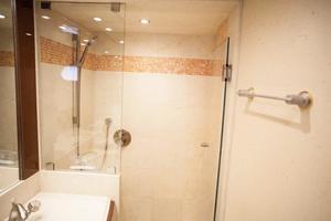 72' Marquis 720 2009 Master stateroom shower